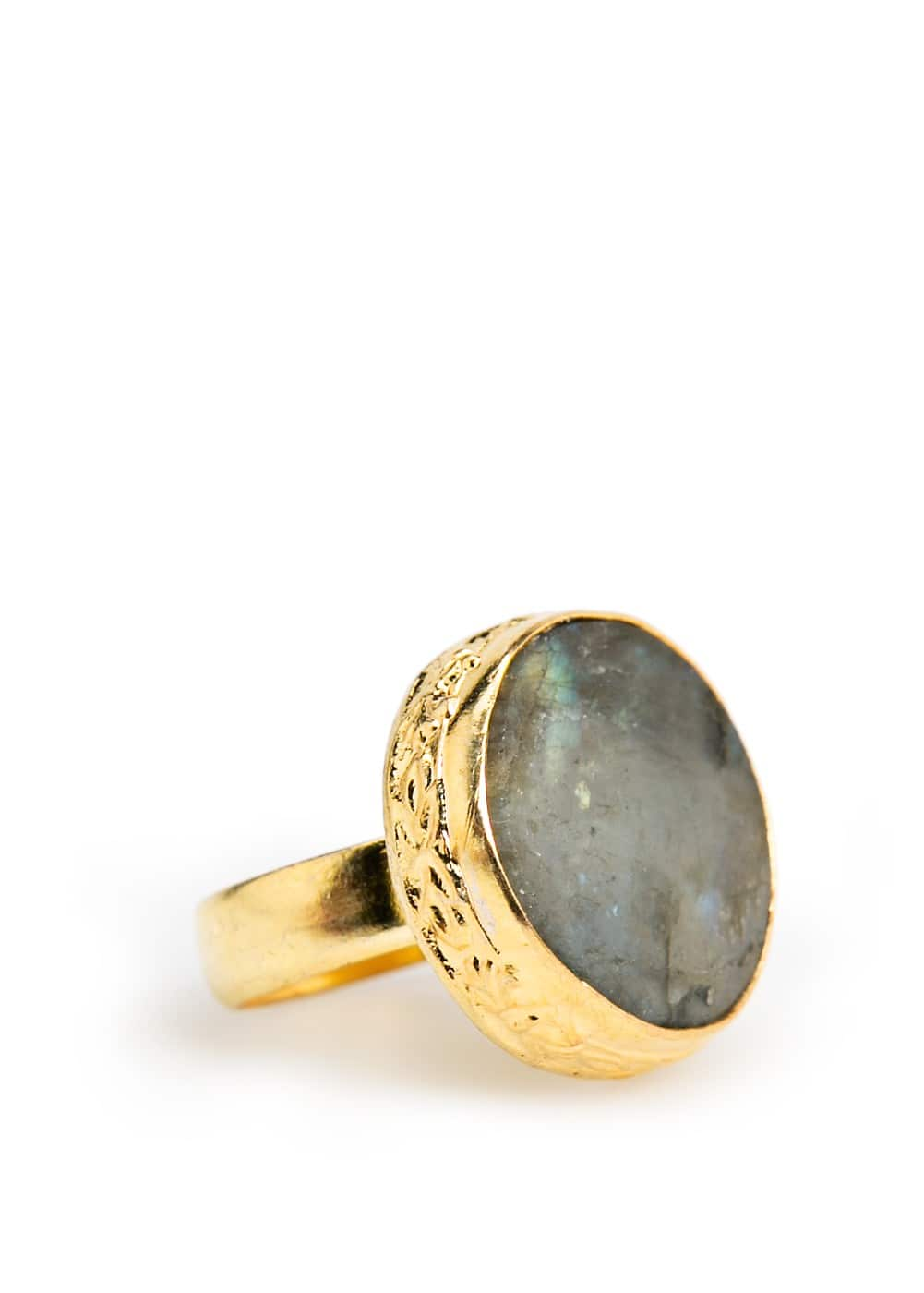 Rounded stone ring