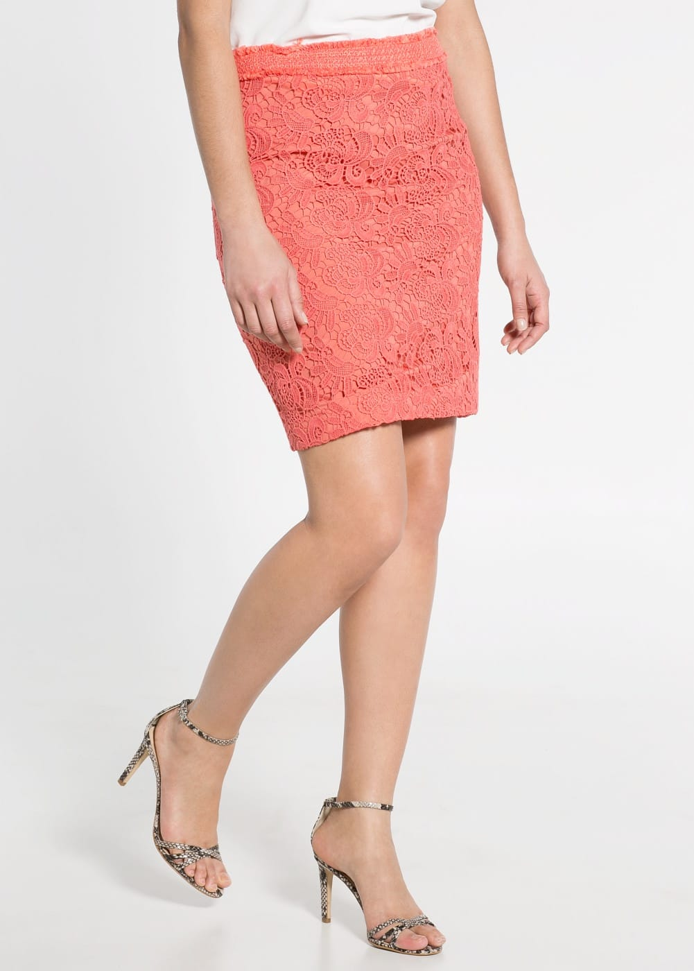 Contrast guipure skirt