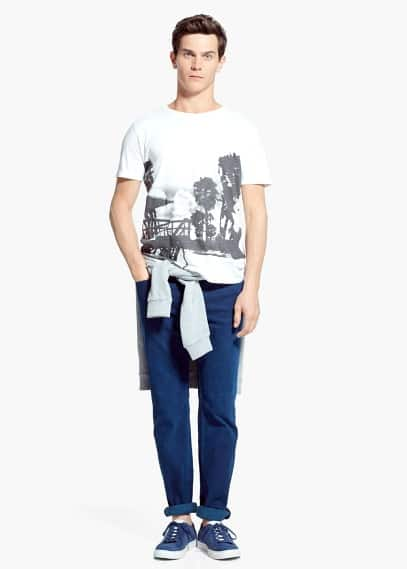 T-shirt mit strandaufdruck   MANGO MAN