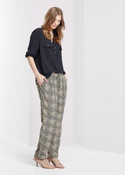 Kalhoty s barokním potiskem | VIOLETA BY MANGO