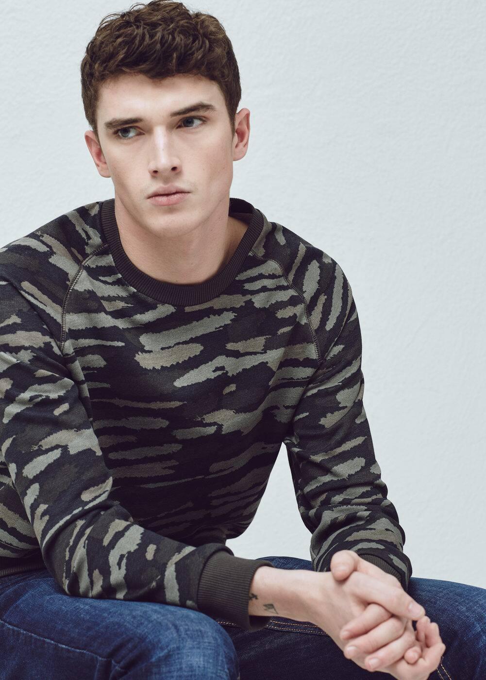 Camo-print sweatshirt | MANGO