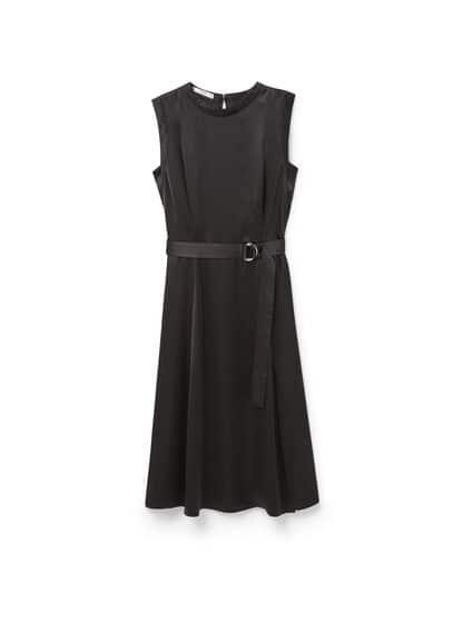 Robe Satinée Ceinture - Tissu satiné, col rond, sans manches, ceinture amovible à la taille, jupe évasée, détail d'ouverture au dos, fermeture Éclair invisible à l'arrière.