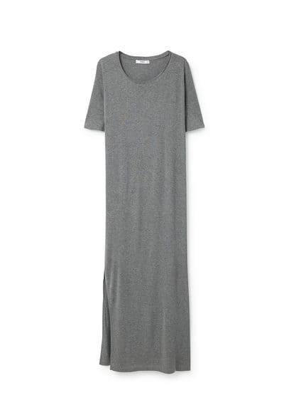 Robe Longue Fendue - Tissu fluide, col rond, manches courtes, fentes latérales à la base.