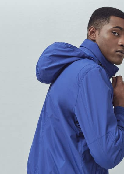 Ultra light hooded windbreaker | MANGO MAN