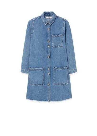 Robe Denim Poches - Tissu denim, délavé moyen, col chemise, manches longues, trois poches plaquées, bas effiloché, fermeture boutonnée sur le devant.