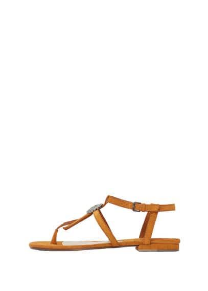 Sandales Cuir Franges - Double bride en cuir, empiècement métallique, empiècement à franges, fermeture à boucle, semelle contrastante.