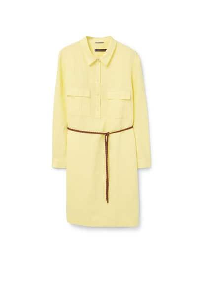 Robe Chemisier Lin - Tissu en lin, manches longues boutonnées, pattes pour retrousser, deux poches à rabat sur la poitrine, fermeture boutonnée sur le devant, ceinture tressée amovible, fentes latérales à la base.