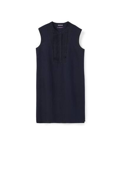Robe Lin Plis - Tissu de coton et lin mélangé, col rond avec détails plissés, sans manches, fermeture boutonnée sur le devant, fentes latérales à la base.