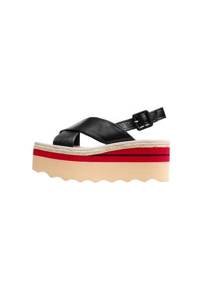 Sandales Lanières Plateforme - À bride arrière, croisé, fermeture à boucle, semelle contrastante, plateforme de 7cm.