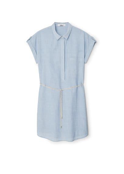 Robe Chemisier Coton - Tissu en coton, col chemise, manches courtes retournées, pattes aux épaules, poche plaquée sur la poitrine, fermeture boutonnée dissimulée, ceinture tressée amovible, bas arrondi.