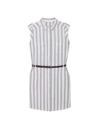 Robe Chemisier Coton - Tissu en coton, motif à rayures, col chemise, sans manches, pattes aux épaules, deux poches à rabat boutonné sur le devant, passants pour la ceinture, ceinture tressée amovible, deux poches latérales.