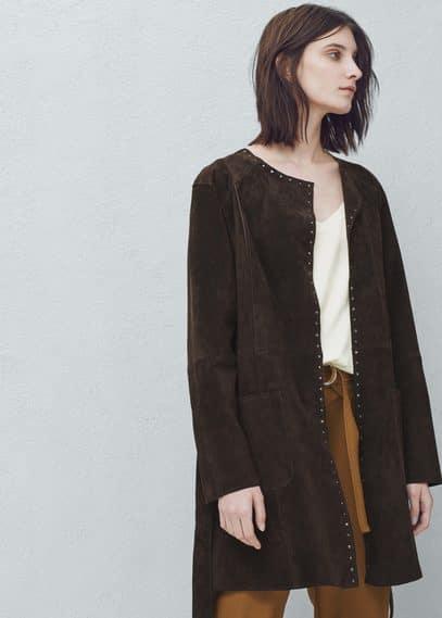 Mantel aus rauleder mit nieten | MANGO