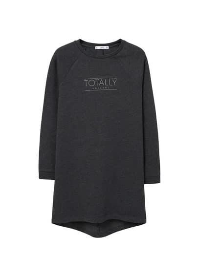 Robe Message Texturé - Tissu de coton mélangé, col rond, manches longues, message imprimé sur le devant.