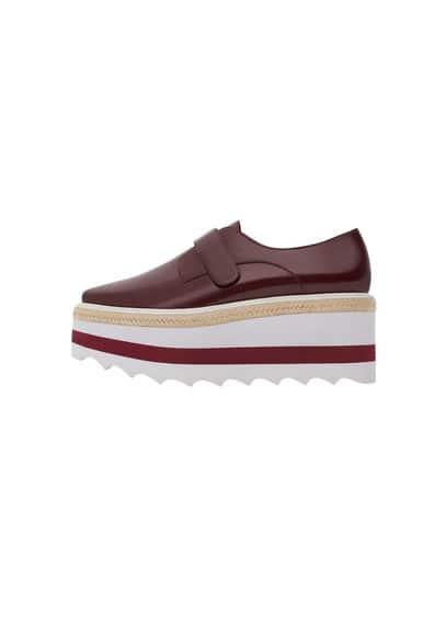 Chaussures Plateforme Contrastante - À pointe, finition brillante, plateforme de 7cm, semelle crantée, velcro.