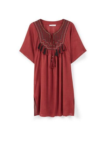 Robe Empiècement Brodé - Tissu fluide, col rond, empiècement brodé sur le devant, cordon de serrage, pompons décoratifs, manches courtes.
