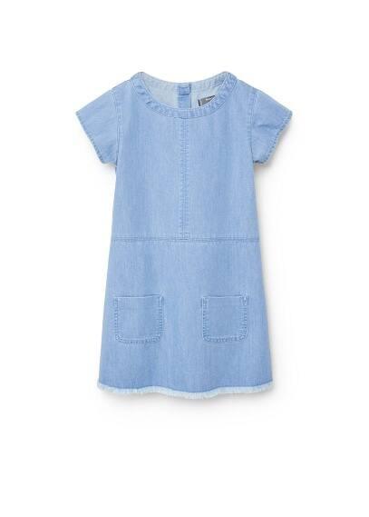 Robe Denim Poches - Délavé moyen, col rond, manches courtes, deux poches plaquées sur le devant, fermeture boutonnée dissimulée, bords effilochés.