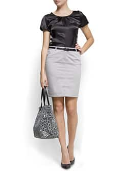 Straight-cut pocket skirt