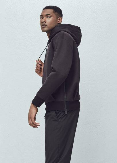 Sweatshirt in neopren-optik | MANGO MAN