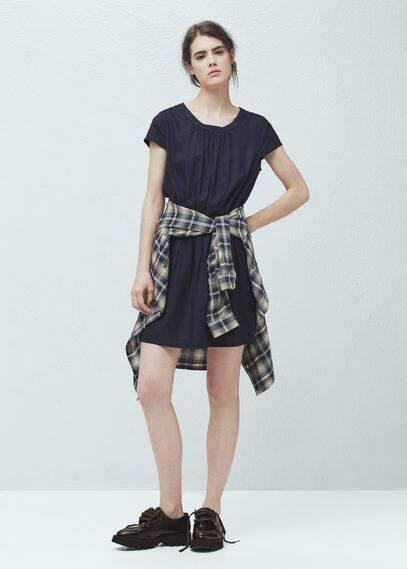 Kleid mit ausgestelltem rock | MANGO