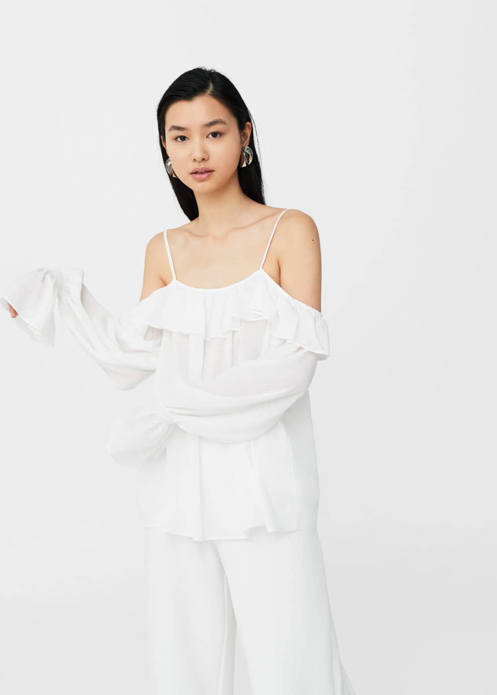 Blusa off-shoulder fluida | MANGO