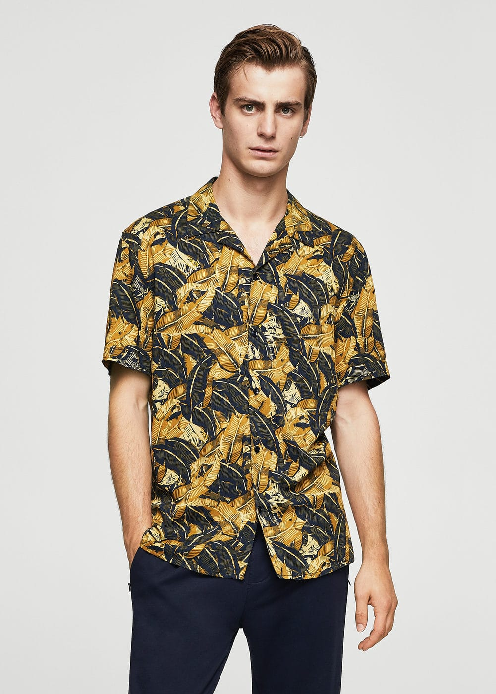 Regular-fit leaf-print shirt | MANGO MAN