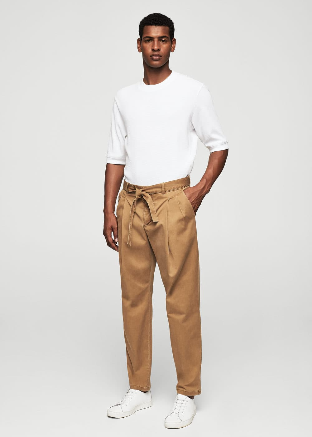 Pleated cotton chinos | MANGO MAN
