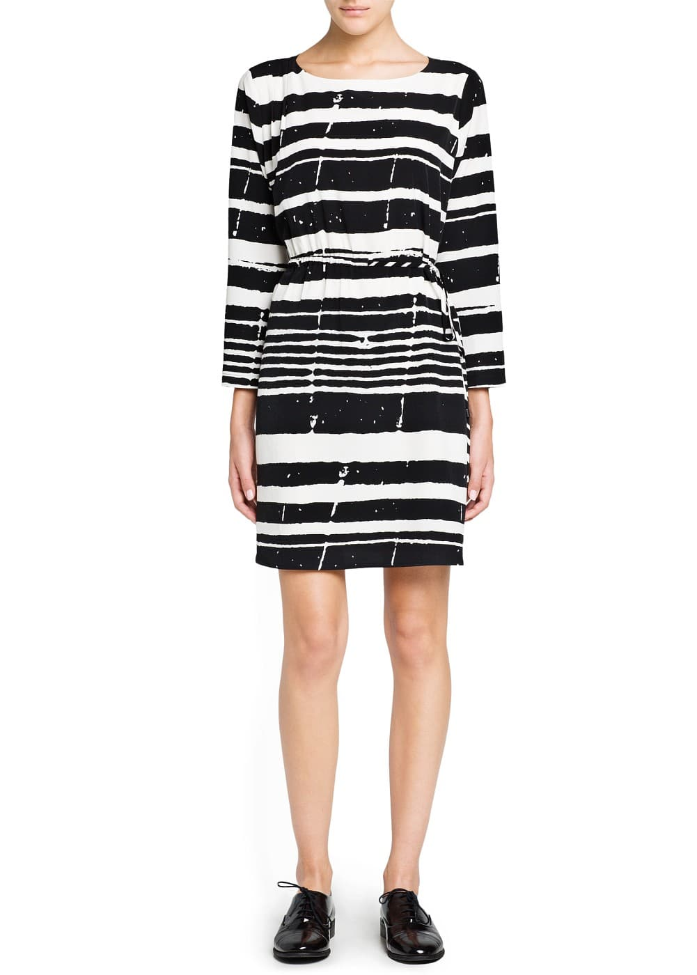 Irregular-stripe satin dress | MANGO