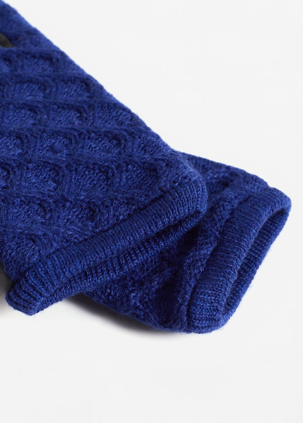 Cable-knit gloves | MANGO
