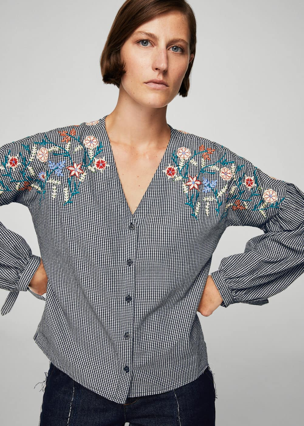 Floral ebroidery gingham blouse | MANGO