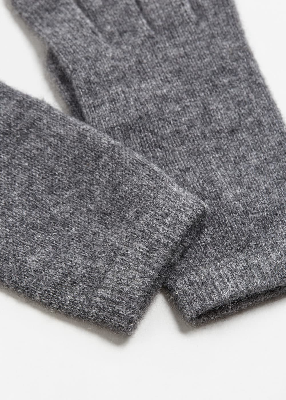 100% cashmere gloves | MANGO