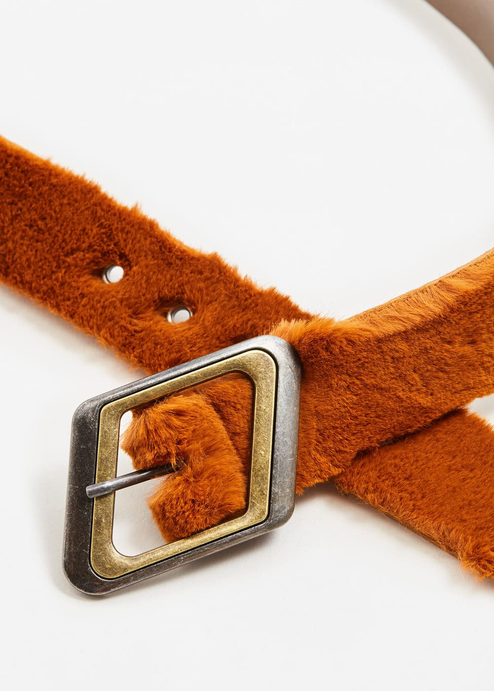 Buckled faux fur belt | MANGO