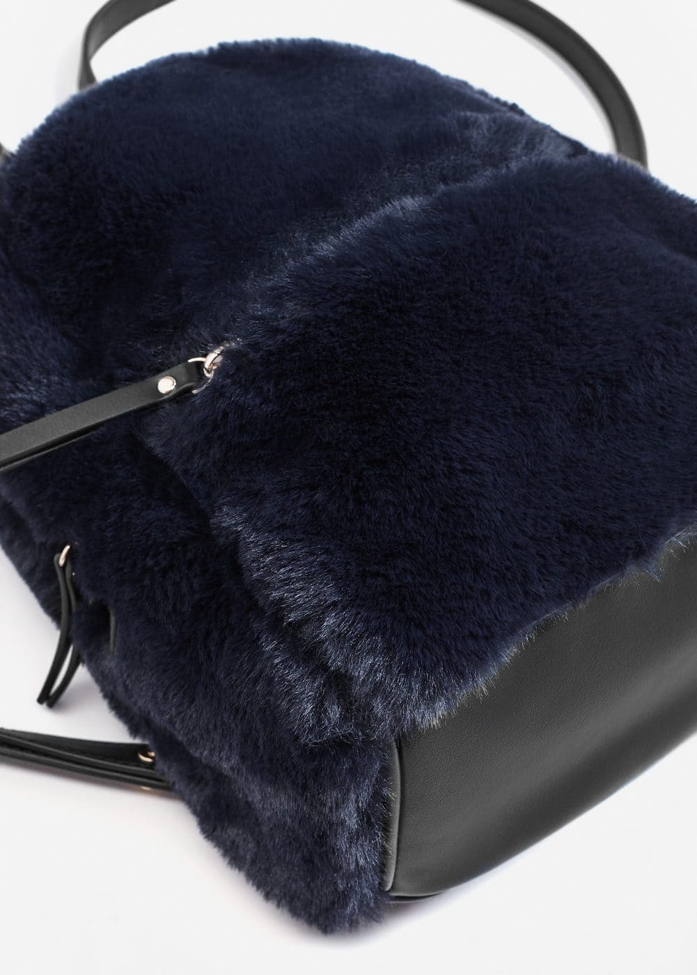 Zipped faux fur backpack | MANGO