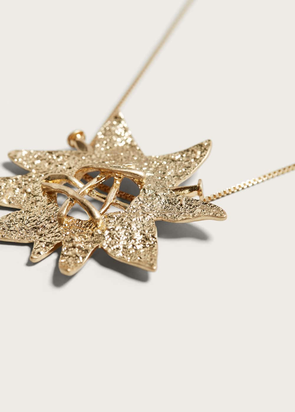 Star chain necklace | MANGO