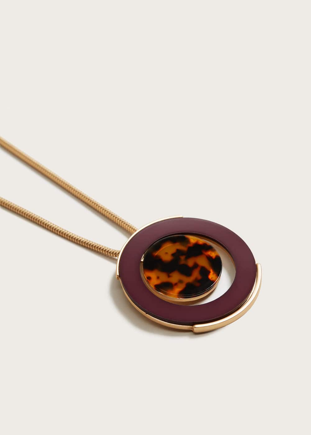 Tortoiseshell-effect pendant necklace | MANGO
