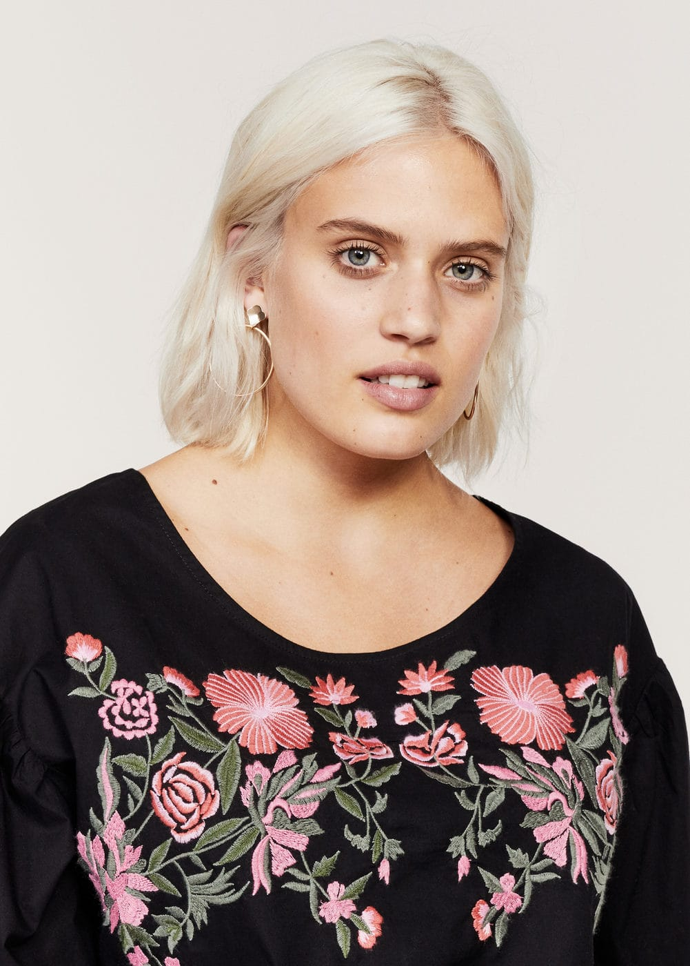 Bows floral embroidery blouse | VIOLETA BY MANGO