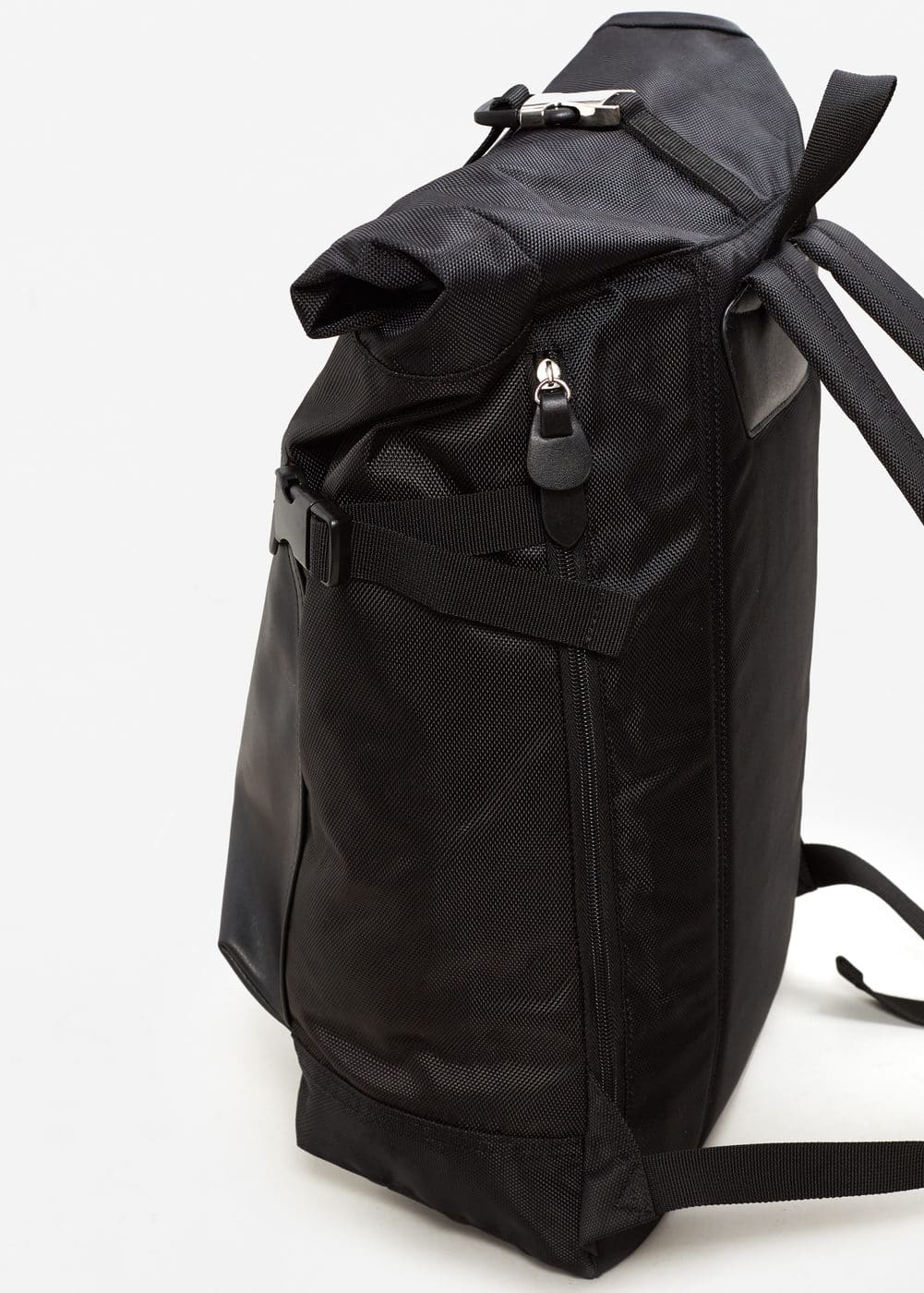 Contrasting backpack | MANGO MAN