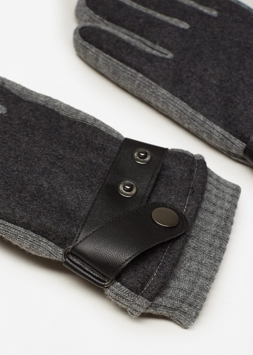 Contrast panel gloves | MANGO