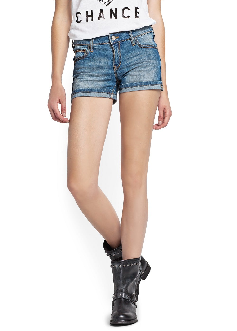 Medium wash shorts | MANGO