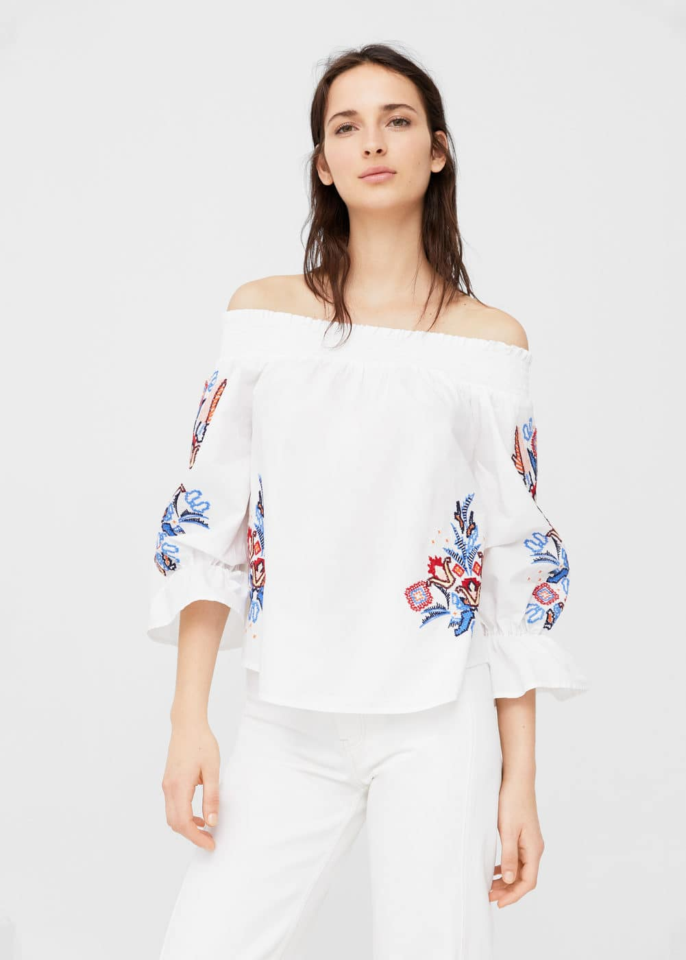 Blusa off-shoulder bordada | MANGO