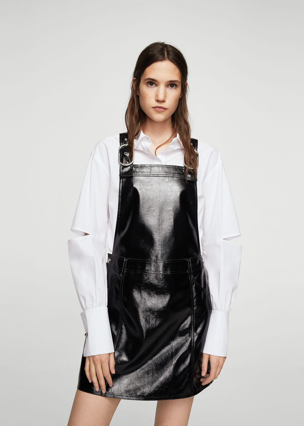 Vinyl pinafore dress | MANGO