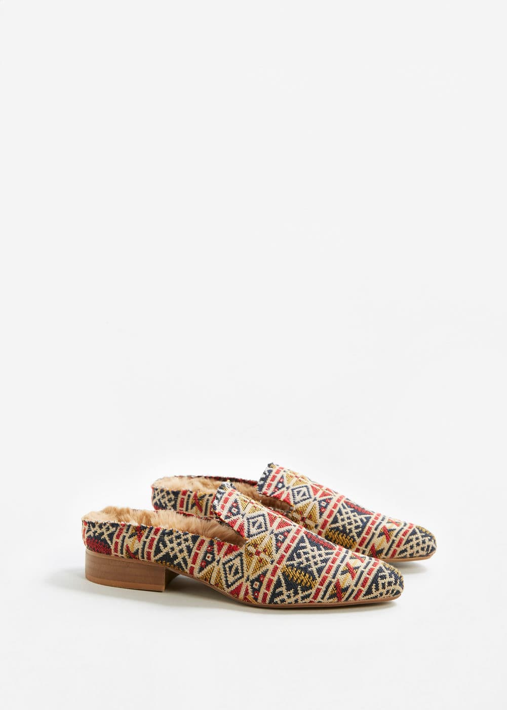 Embroidered slip on loafers | MANGO