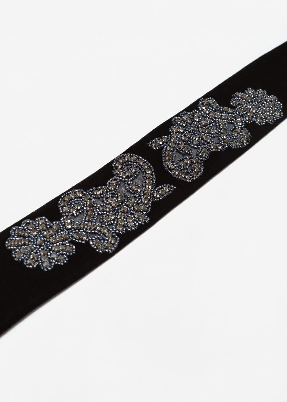 Embroidered crystals scarf | MANGO