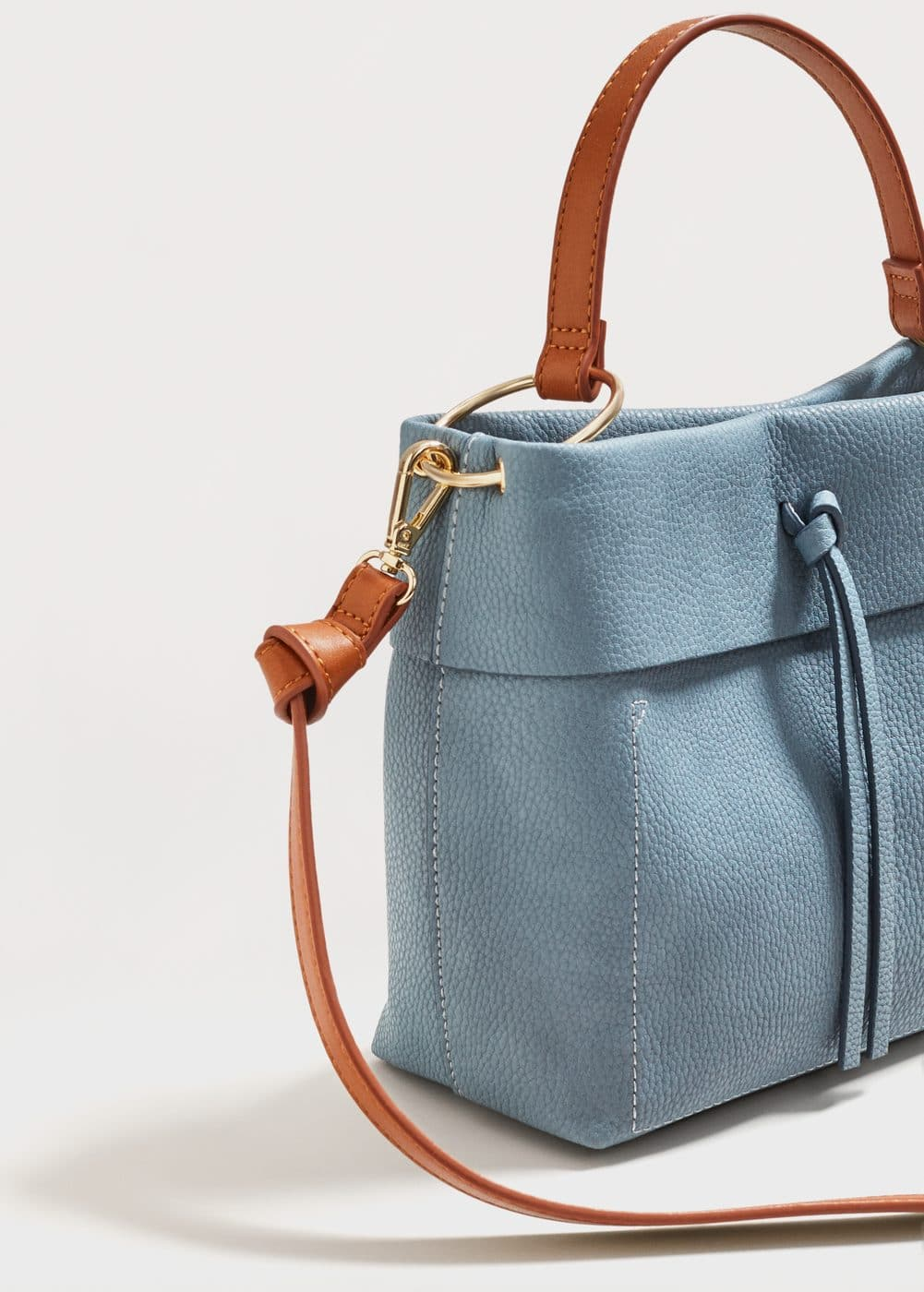 Pebbled cross-body bag | MANGO