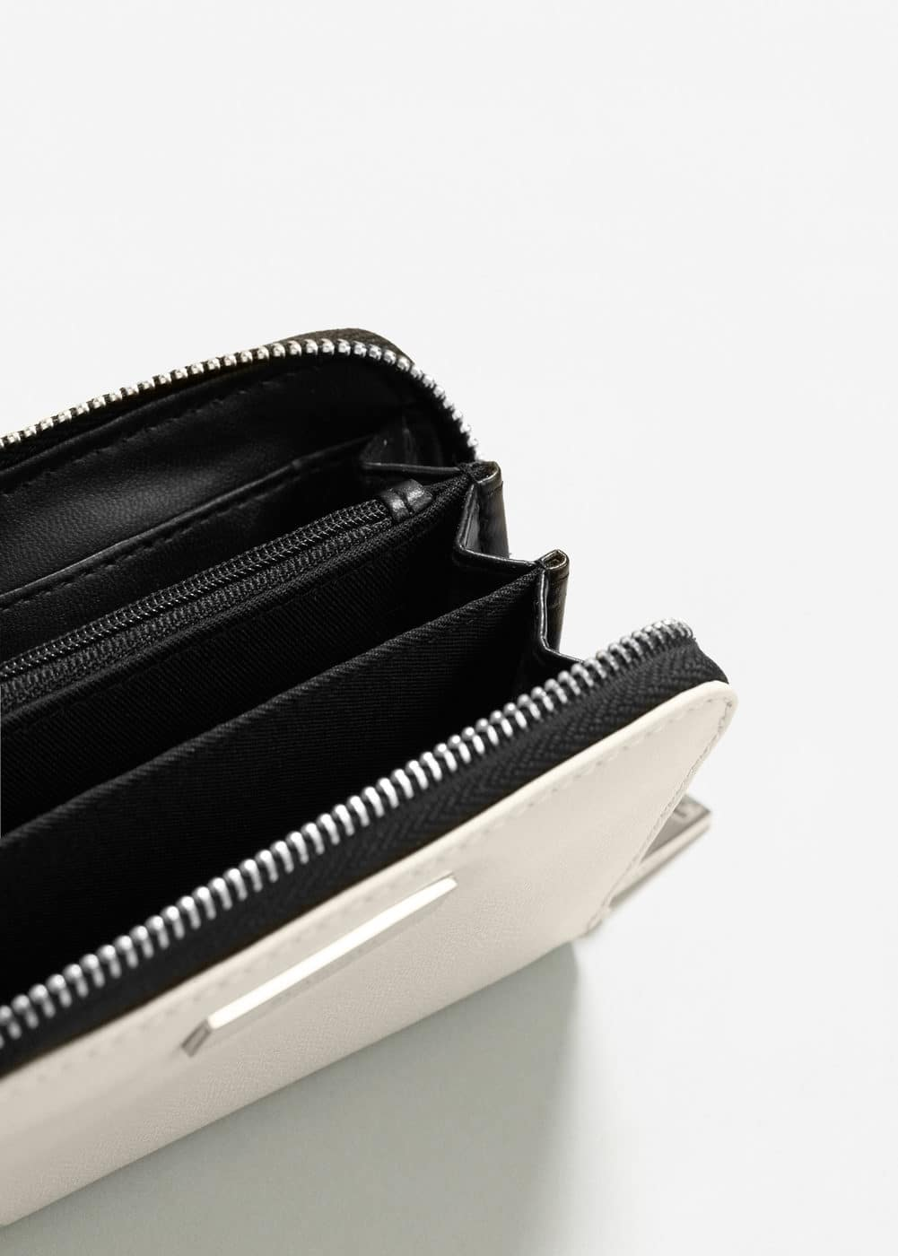 Zip pebbled wallet | MANGO
