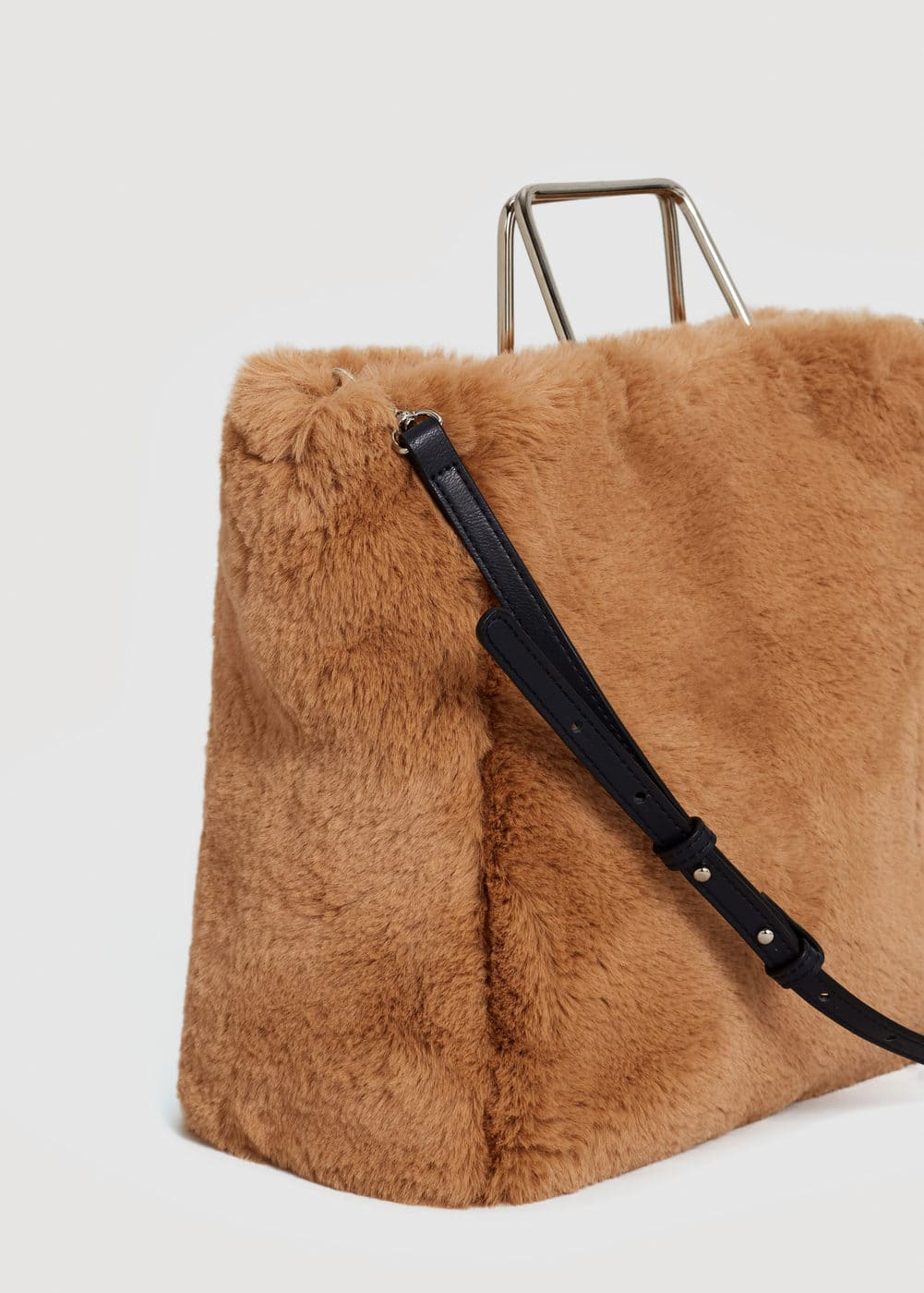 Metallic handle faux-fur bag | MANGO