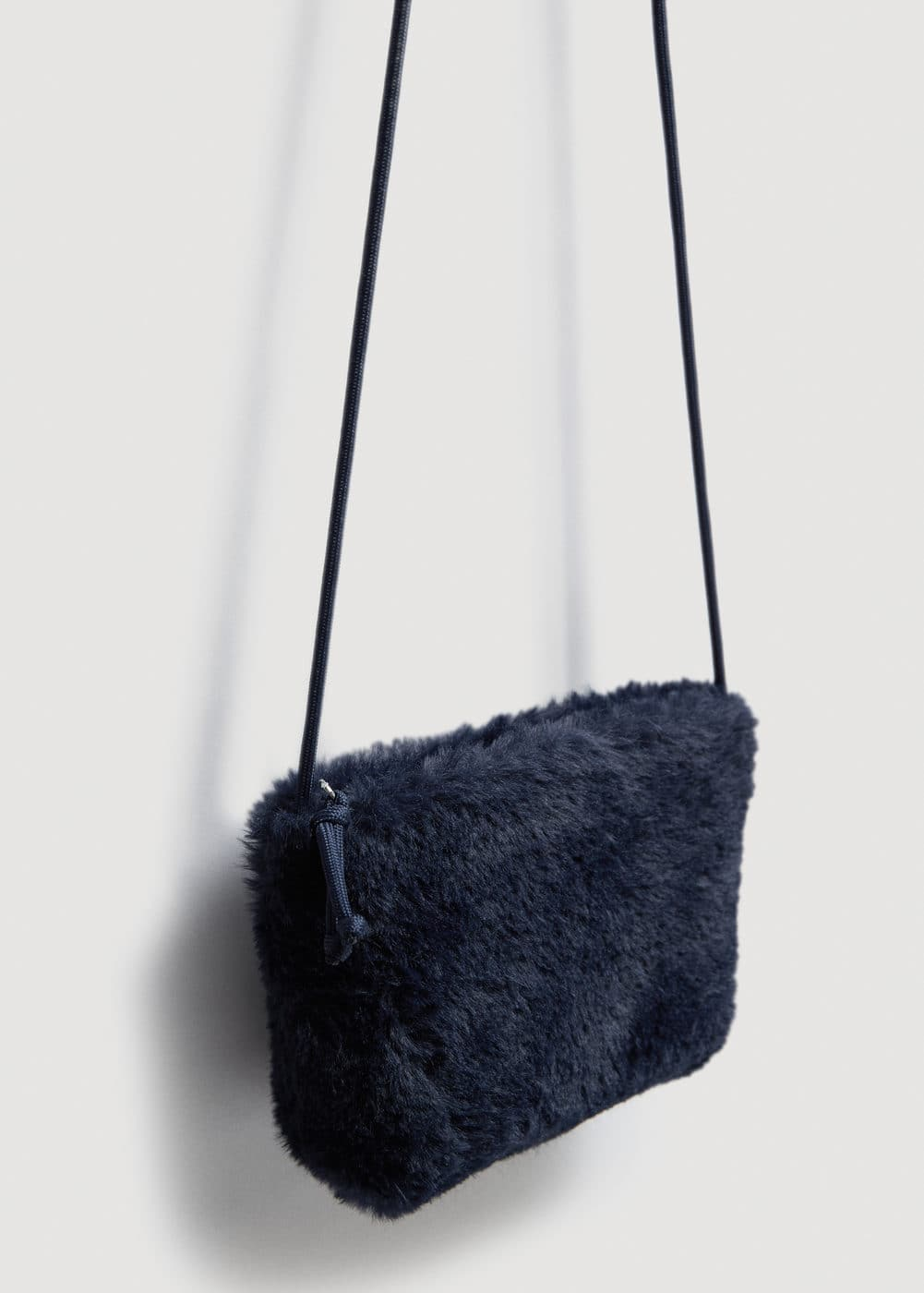Crossed faux-fur bag | MANGO