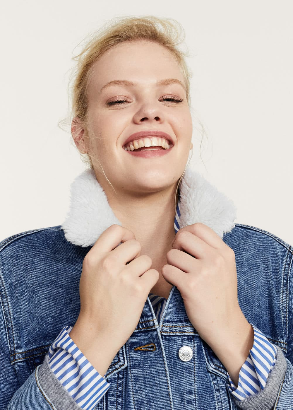 Embroidered faux-shearling denim jacket | VIOLETA BY MANGO