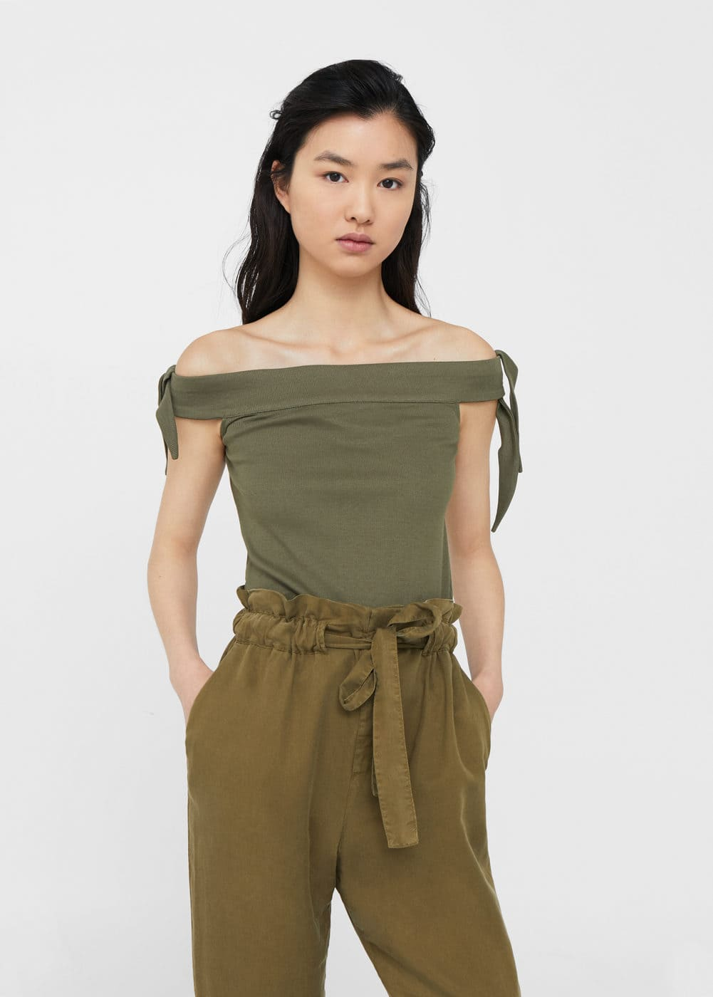Off-shoulder crop top | MANGO