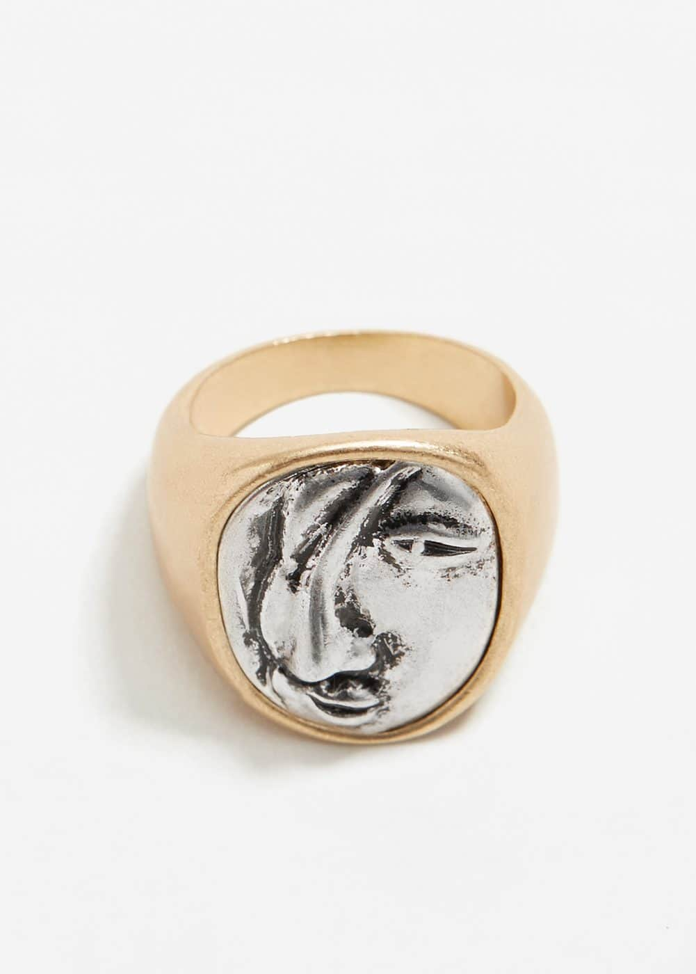 Embossed metal ring | MANGO
