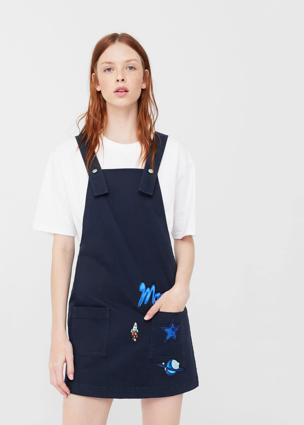 Decorative patch pinafore dress | MANGO